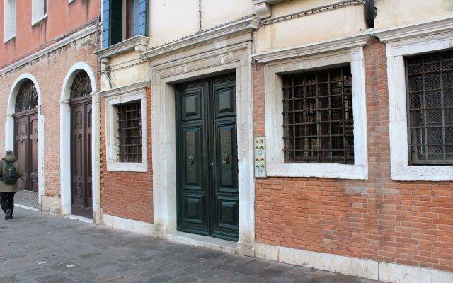 Отель B&B Corner Италия, Венеция - отзывы, цены и фото номеров - забронировать отель B&B Corner онлайн вид на фасад