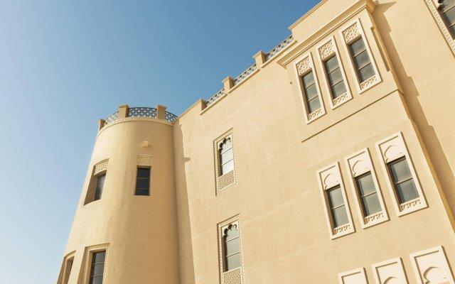 Отель Sheraton Sharjah Beach Resort & Spa ОАЭ, Шарджа - - забронировать отель Sheraton Sharjah Beach Resort & Spa, цены и фото номеров вид на фасад