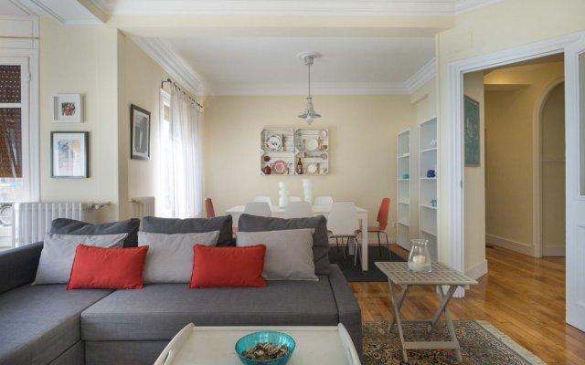 Отель Hollywood Zurriola - IB. Apartments Испания, Сан-Себастьян - отзывы, цены и фото номеров - забронировать отель Hollywood Zurriola - IB. Apartments онлайн комната для гостей