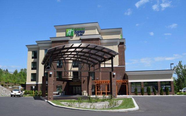 Отель Holiday Inn Express & Suites Geneva Finger Lakes вид на фасад