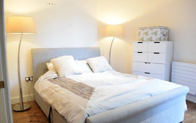 Отель 1 Bedroom Flat In Belsize Park Лондон комната для гостей