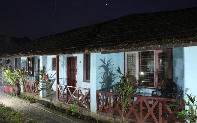 Отель Chitwan Forest Resort Непал, Саураха - отзывы, цены и фото номеров - забронировать отель Chitwan Forest Resort онлайн вид на фасад