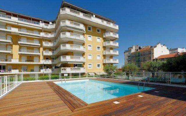 Отель Nice Booking - Domes - Piscine Terrasse вид на фасад