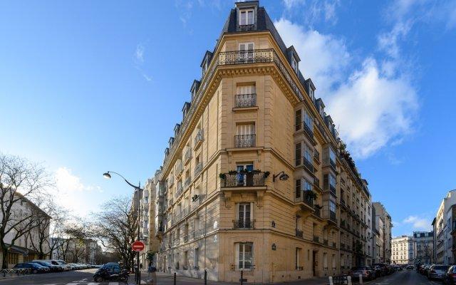 Отель Daumier - New 2 Bdrs Flat near la Seine Париж вид на фасад