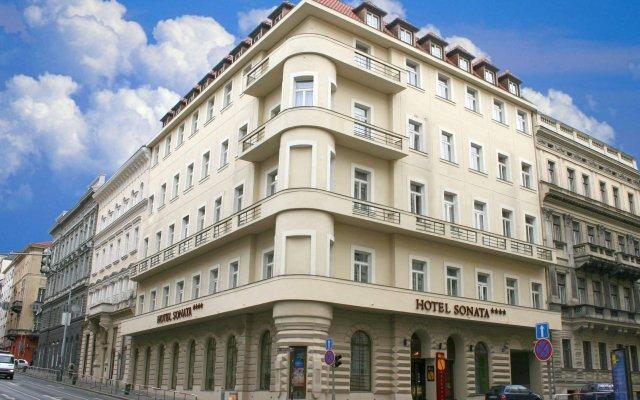 EA Hotel Sonata вид на фасад