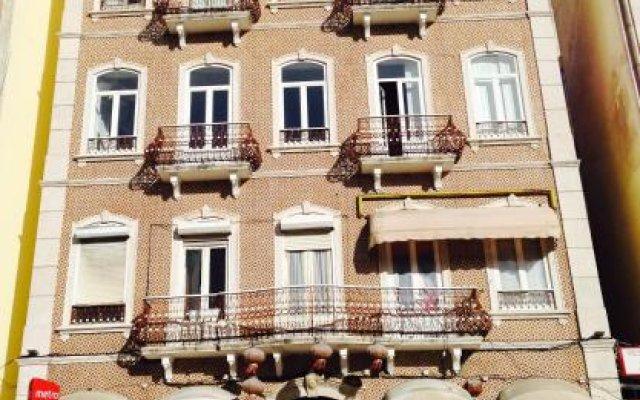 Nest House Lisbon Hostel Лиссабон вид на фасад