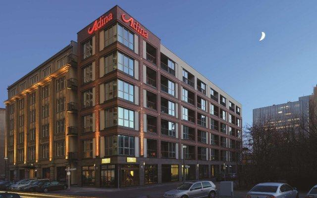 Отель Adina Apartment Hotel Berlin CheckPoint Charlie Германия, Берлин - 4 отзыва об отеле, цены и фото номеров - забронировать отель Adina Apartment Hotel Berlin CheckPoint Charlie онлайн вид на фасад