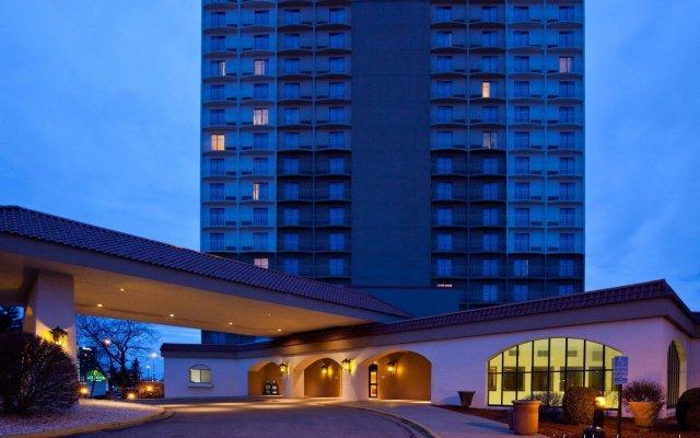 Отель La Quinta Inn & Suites by Wyndham Minneapolis Bloomington W США, Блумингтон - отзывы, цены и фото номеров - забронировать отель La Quinta Inn & Suites by Wyndham Minneapolis Bloomington W онлайн вид на фасад