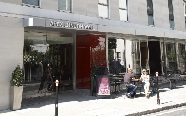 Apex London Wall Hotel вид на фасад