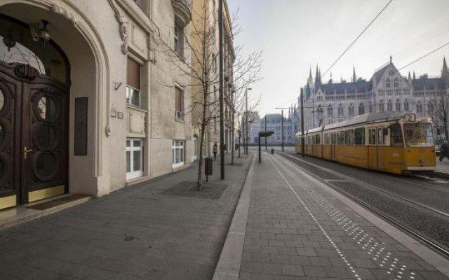 Parliament Corner Apartment