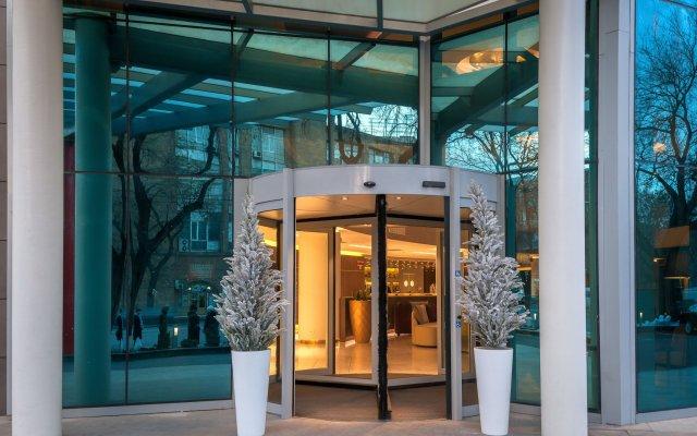 DoubleTree by Hilton Hotel Yerevan City Centre вид на фасад