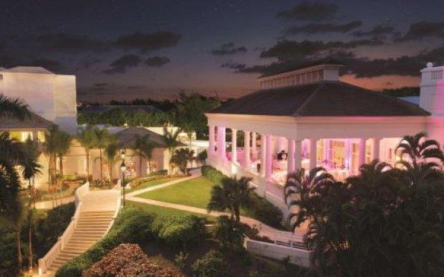Отель Ritz-Carlton Golf & Spa Resort Rose Hall Jamaica Ямайка, Монтего-Бей - отзывы, цены и фото номеров - забронировать отель Ritz-Carlton Golf & Spa Resort Rose Hall Jamaica онлайн вид на фасад