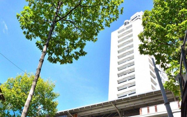 Апартаменты Piyavan Tower Serviced Apartment вид на фасад
