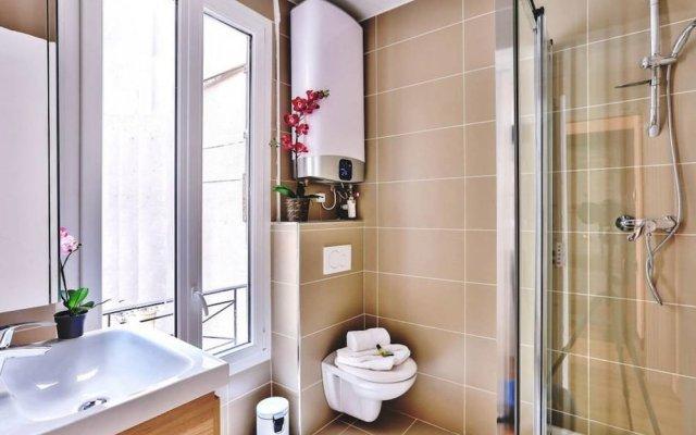 """Апартаменты Family Apartment """"buttes Chaumont"""" Париж ванная"""