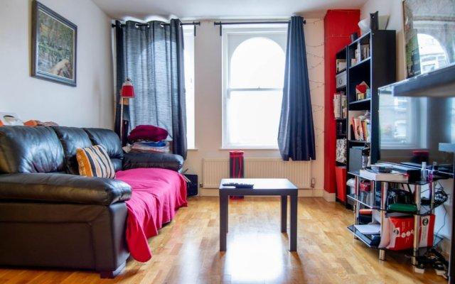 Отель Comfortable 1 Bedroom North London Flat Великобритания, Лондон - отзывы, цены и фото номеров - забронировать отель Comfortable 1 Bedroom North London Flat онлайн комната для гостей