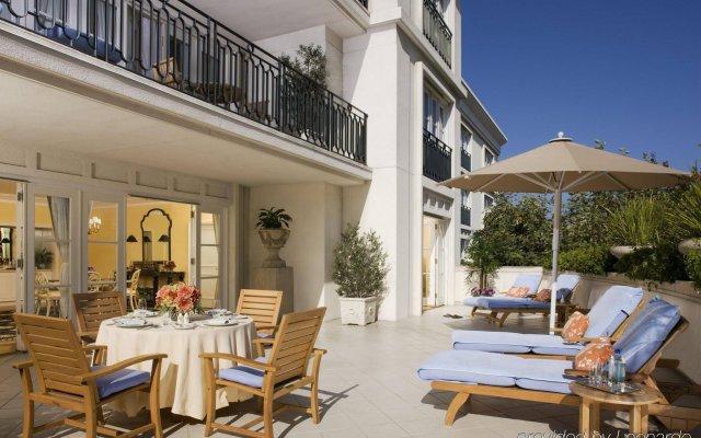 Отель The Peninsula Beverly Hills вид на фасад