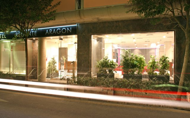 Отель Regente Aragón вид на фасад