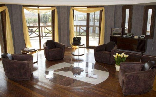 Konvoy Hotel & The Country Club - Special Class комната для гостей