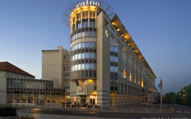 Sheraton Warsaw Hotel вид на фасад
