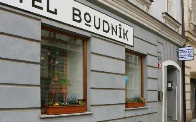 Отель Hostel Boudnik Чехия, Прага - 1 отзыв об отеле, цены и фото номеров - забронировать отель Hostel Boudnik онлайн вид на фасад
