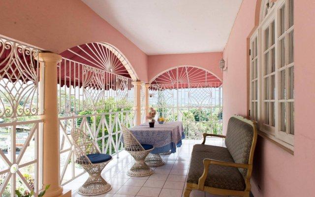 Отель Gibbs Chateau Ямайка, Монтего-Бей - отзывы, цены и фото номеров - забронировать отель Gibbs Chateau онлайн вид на фасад