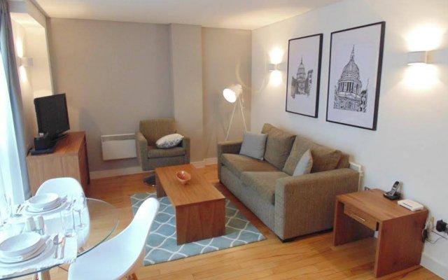Отель Oakwood At Bow Lane Apts комната для гостей