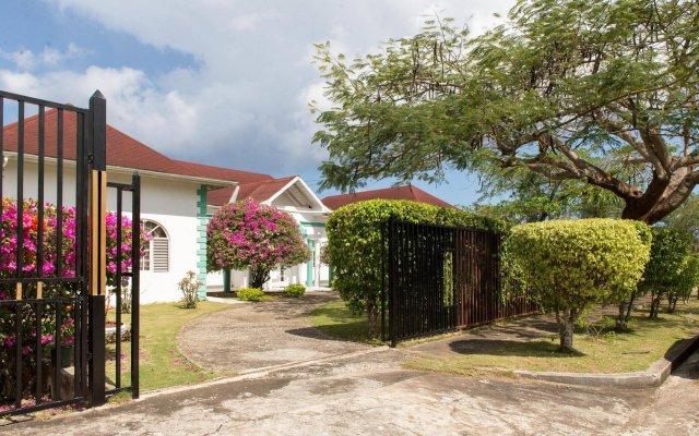 Отель Diamond Villas and Suites Ямайка, Монтего-Бей - отзывы, цены и фото номеров - забронировать отель Diamond Villas and Suites онлайн вид на фасад