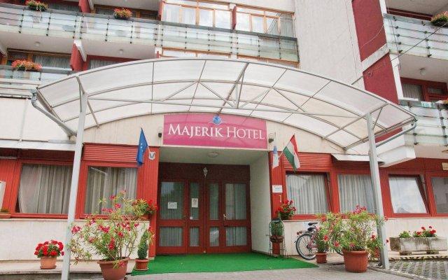 Отель Majerik Hotel Венгрия, Хевиз - 2 отзыва об отеле, цены и фото номеров - забронировать отель Majerik Hotel онлайн вид на фасад