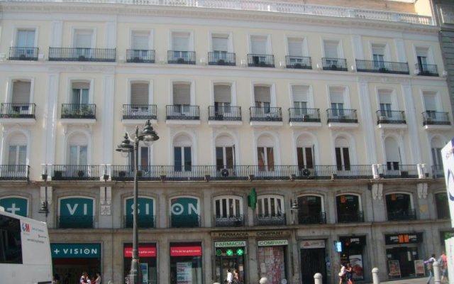 Отель Puerta del Sol Rooms вид на фасад