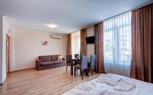 Апартаменты Dawn Park Deluxe Apartments комната для гостей