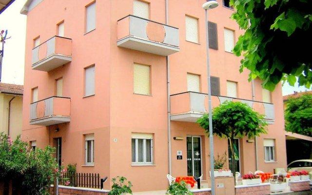 Hotel Ivette Римини вид на фасад