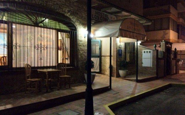 Отель Hostal Los Corchos вид на фасад