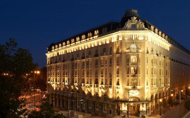 Отель The Westin Palace, Madrid вид на фасад