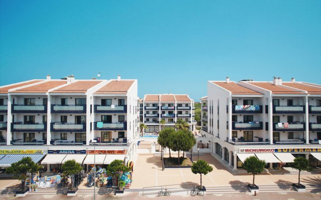 Апартаменты Pins Platja Apartments вид на фасад