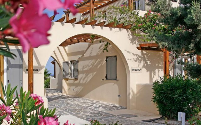 Отель Thera Mare Resort & Spa Греция, Остров Санторини - 1 отзыв об отеле, цены и фото номеров - забронировать отель Thera Mare Resort & Spa онлайн вид на фасад