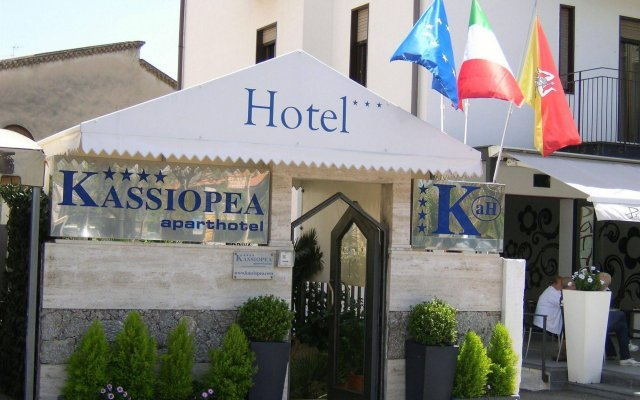 Отель Kassiopea Aparthotel Италия, Джардини Наксос - отзывы, цены и фото номеров - забронировать отель Kassiopea Aparthotel онлайн вид на фасад