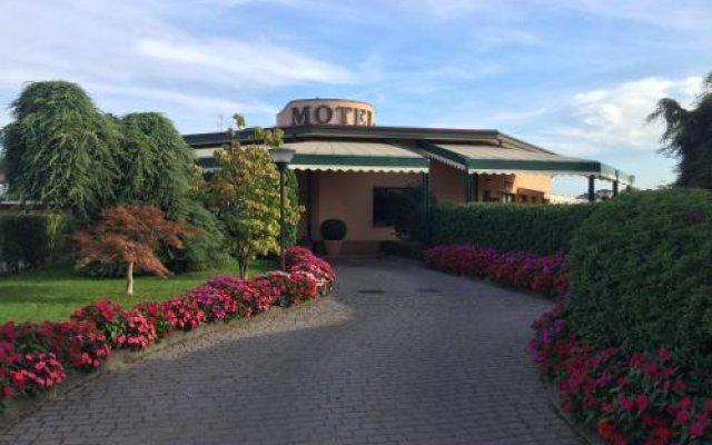 Отель Motel Luna Италия, Сеграте - отзывы, цены и фото номеров - забронировать отель Motel Luna онлайн вид на фасад