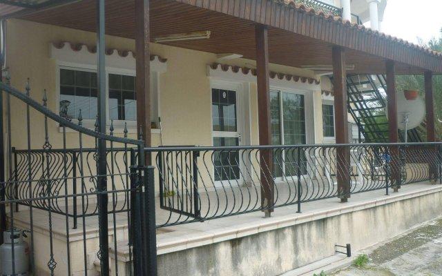Отель Larnaca Budget Residences вид на фасад