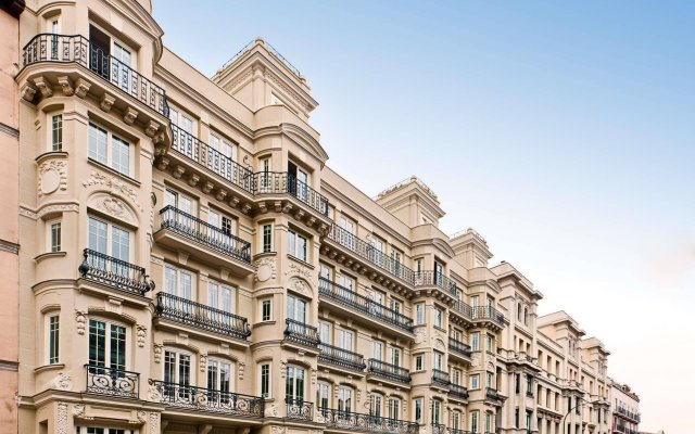 Отель Catalonia Atocha вид на фасад