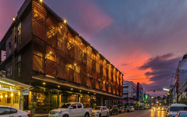 Отель Srisuksant Square вид на фасад