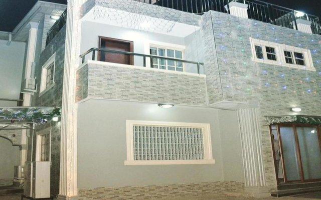 Platinum Inn Gee Hotel вид на фасад