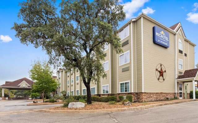 Super 8 by Wyndham San Antonio Airport North