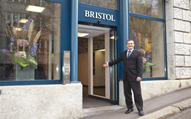 Отель Bristol Zurich Швейцария, Цюрих - 3 отзыва об отеле, цены и фото номеров - забронировать отель Bristol Zurich онлайн вид на фасад