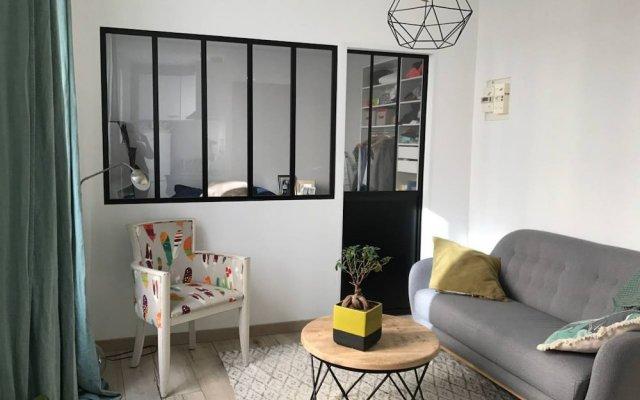 Апартаменты 1 Bedroom Apartment Near Sacré-cœur комната для гостей