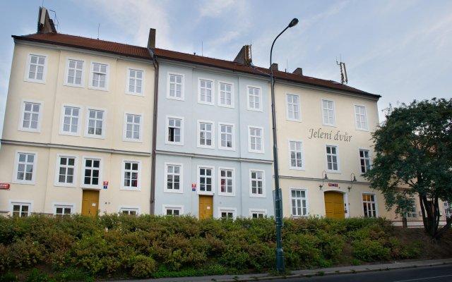 Отель EA Hotel Jelení dvur Prague Castle Чехия, Прага - 7 отзывов об отеле, цены и фото номеров - забронировать отель EA Hotel Jelení dvur Prague Castle онлайн вид на фасад