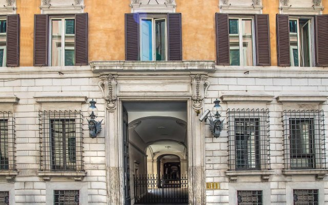 Отель Trevi Rome Suite Рим вид на фасад