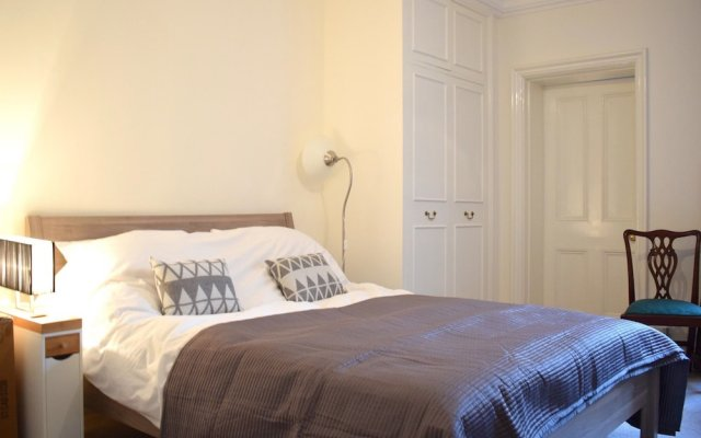 Отель Spacious 1 Bedroom Flat In Piccadilly Circus комната для гостей