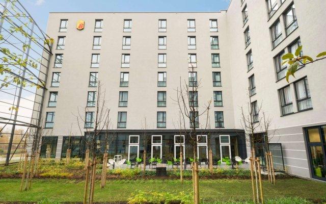Отель Super 8 Munich City West вид на фасад