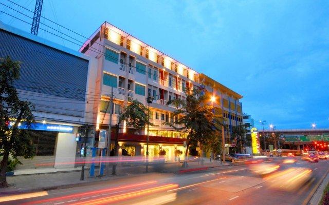 Отель Bangkok Loft Inn Бангкок вид на фасад