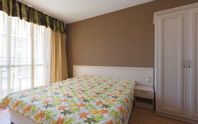 Апартаменты Quiet One Bedroom Apartment with Balcony комната для гостей